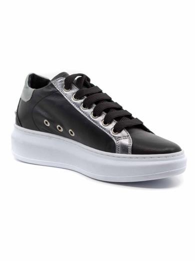 RD COMPANY Sneakers in pelle con borchie e plateau 0345