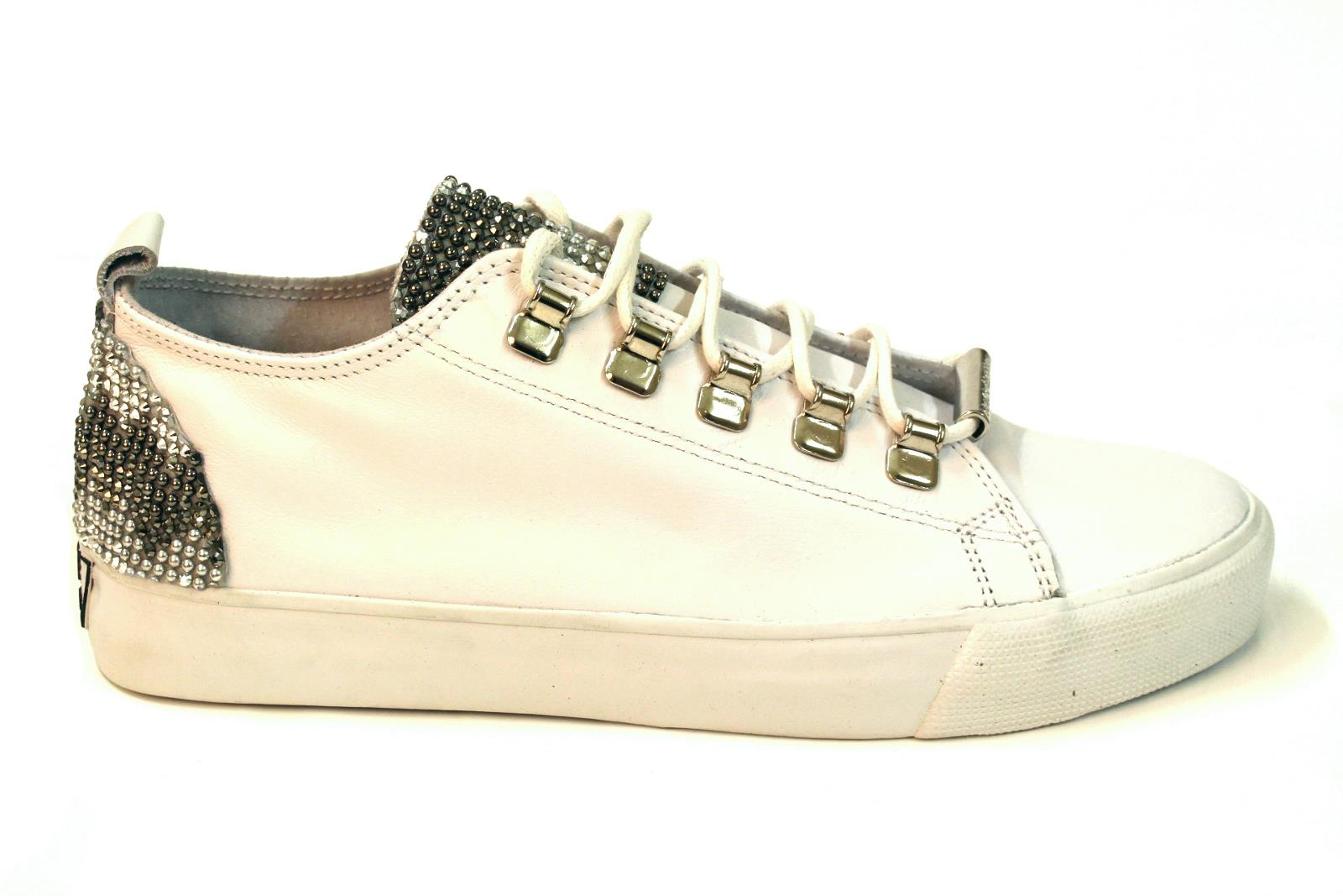 differently 45aa4 143ba Dioniso Sneaker
